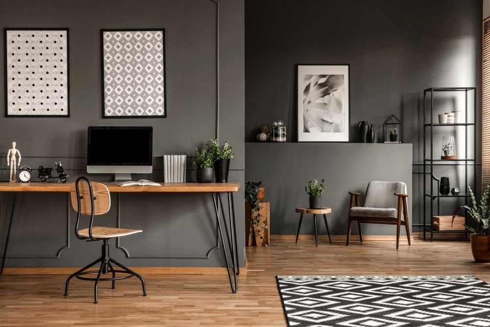 Haal een gevoel van warmte in huis met donkere tinten in het interieur