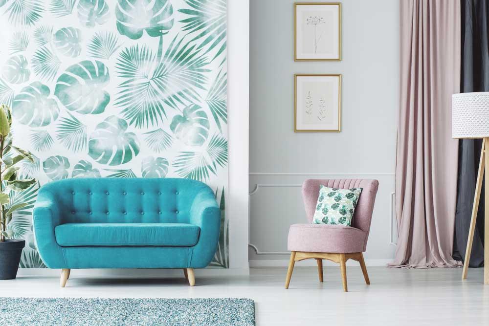 Haal de botanische trend in huis met behang aan de muur