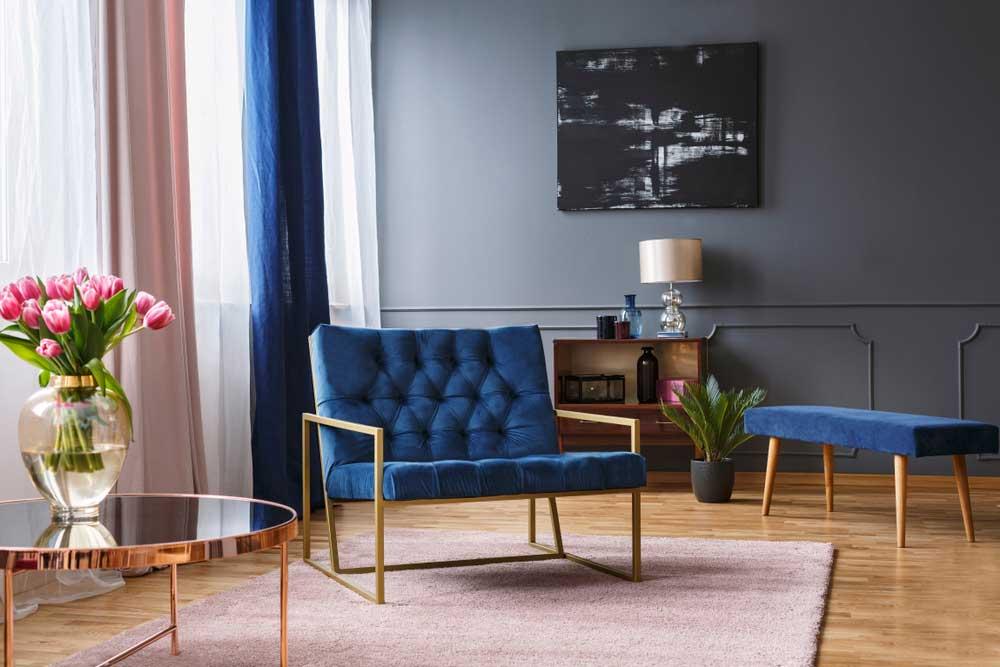 Prachtige toevoeging aan het interieur: de donkerblauwe fauteuil