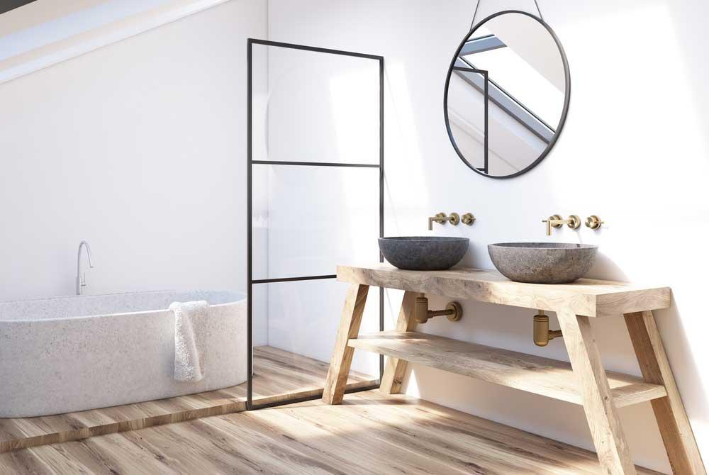 Een vloer van hout in de badkamer: enorm stijlvol