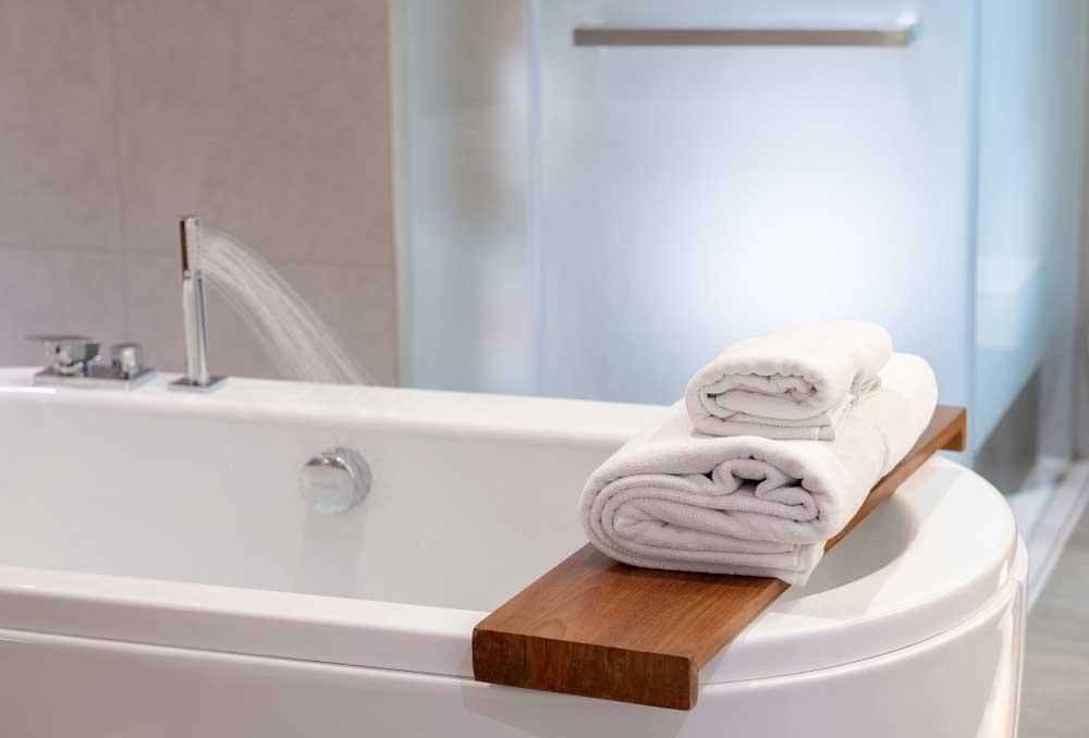 Kies voor houten accessoires in de badkamer