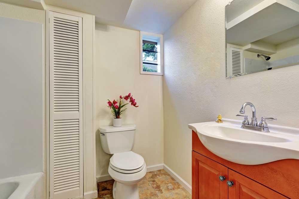 De voordelen van de smalle kast in de badkamer