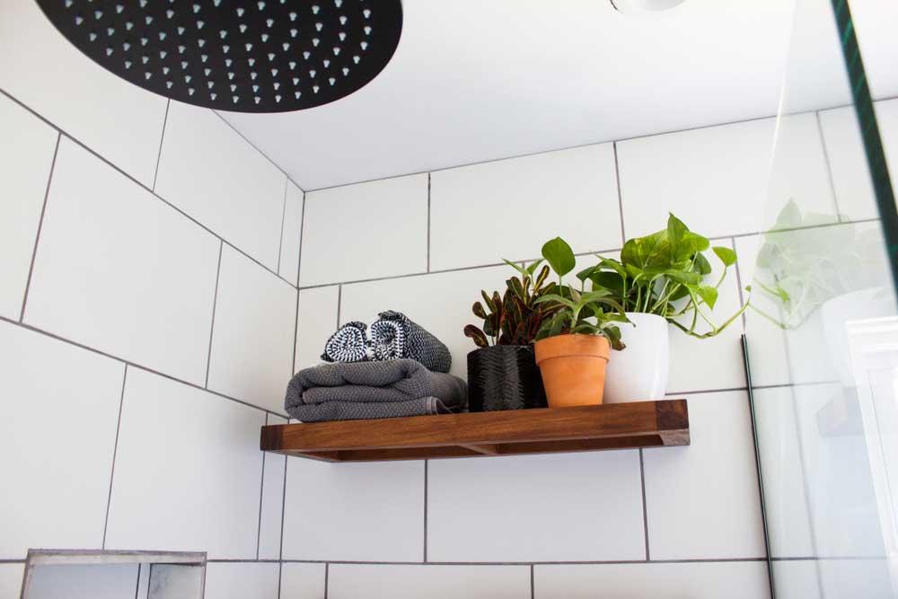 Ontdek handige manieren om spullen op te bergen in de badkamer