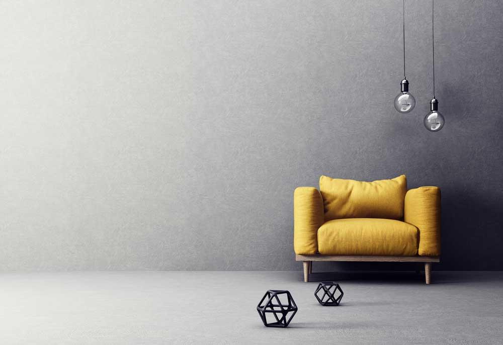 Pak uit met gele meubelstukken in huis