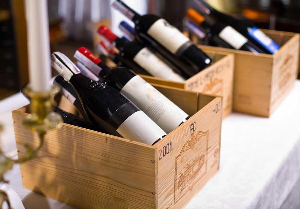 Feestje? Zet wijn op tafel in mooie kistjes