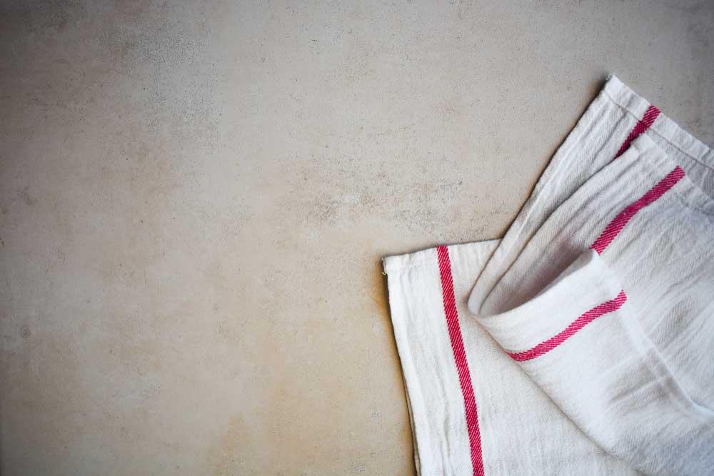 Details in het keukentextiel: stippen en strepen