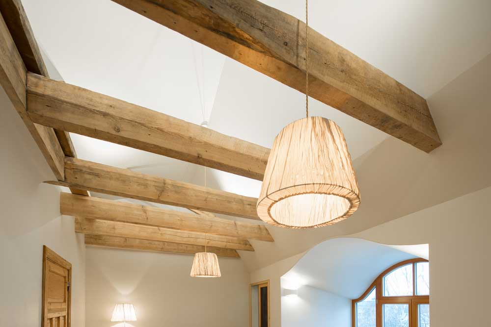 Zo doe je dat: houten balken in huis onderhouden