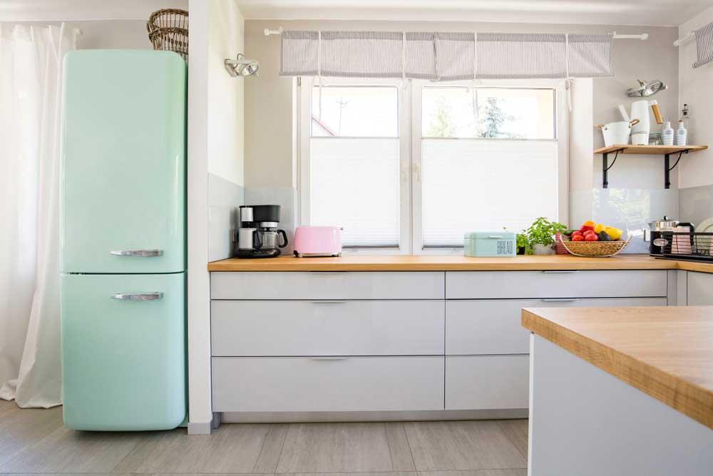 Pak uit met de koelkast in een kleur