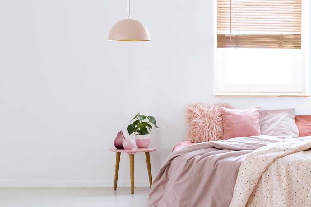 Uitpakken maar: roze details in de slaapkamer