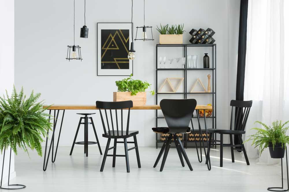 Een mix van stoelen aan de eettafel: voorbeelden en inspiratie
