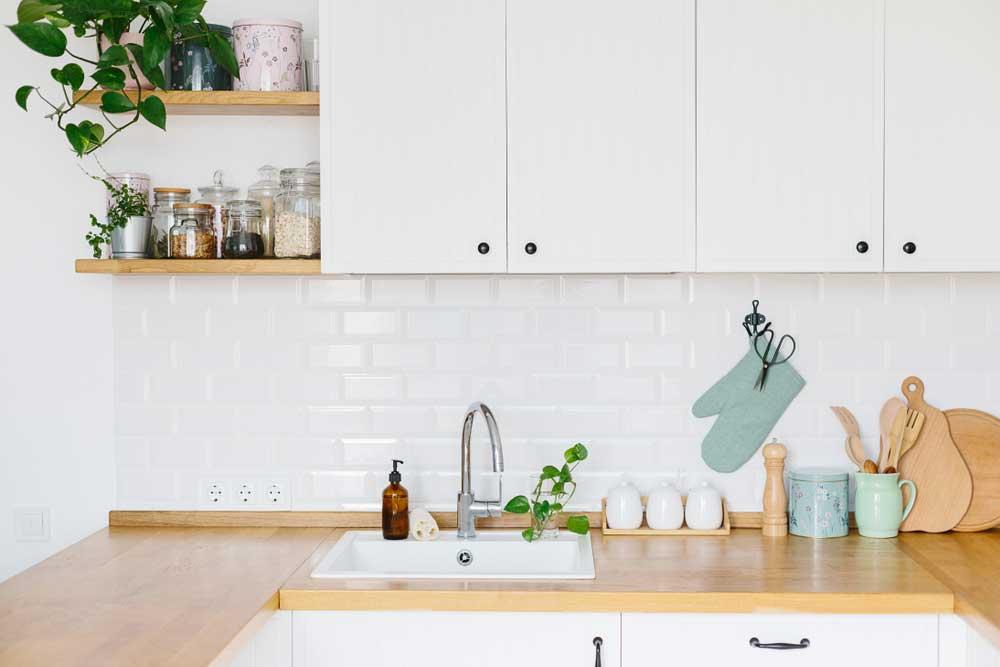 Mooie Houten Plank Voor Aan De Muur.Keukenspullen Opbergen Aan De Muur Mooie Voorbeelden Woonstijl