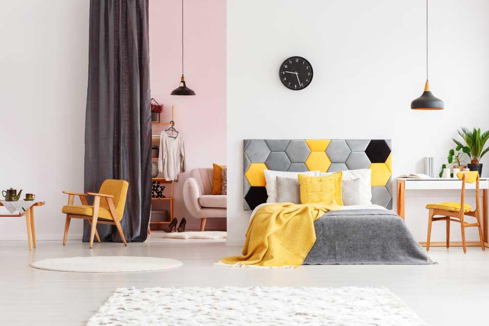 Subtiel en toch vrolijk: gele accessoires in de slaapkamer