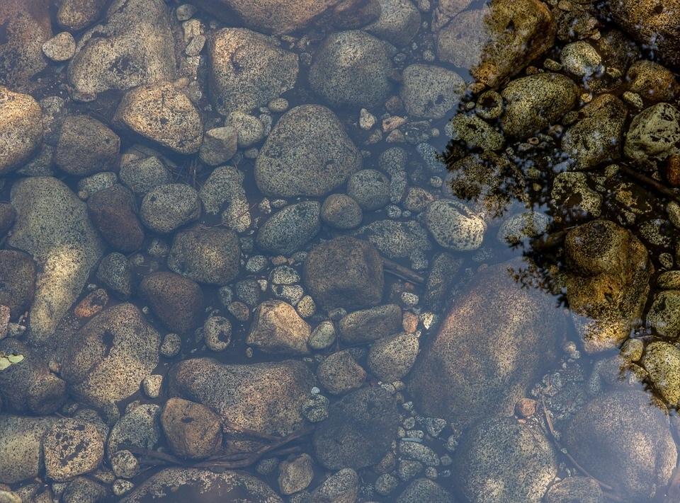 Water stenen vijver
