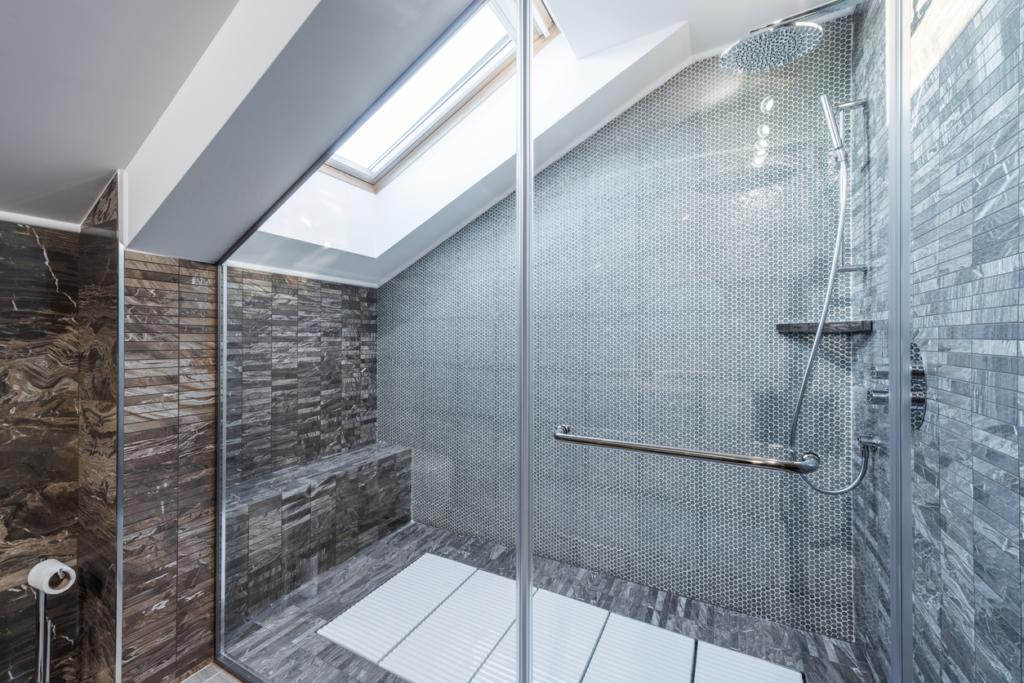 Ga voor een douchewand van glas